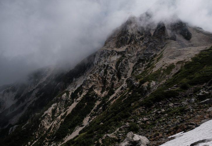 断崖絶壁の山
